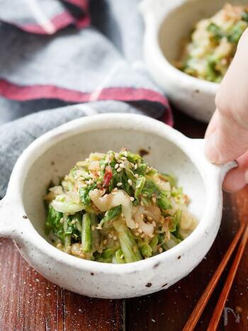 調味料を揉み込むので白菜に味がシミシミ。ごま油とにんにくの旨味が効いています!