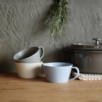 一点一点手作りされた温もり感溢れる「SAKUZEN(サクゼン)」の食器。スープカップですが、ティータイムにはコーヒーや紅茶を入れてマグカップとして。