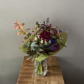 日常を彩ってくれるお花を扱う「kanon(カノン)」。生花やグリーンを購入できる花店 「kanon」と、花をモチーフにした雑貨店 「poco kanon」があります♪