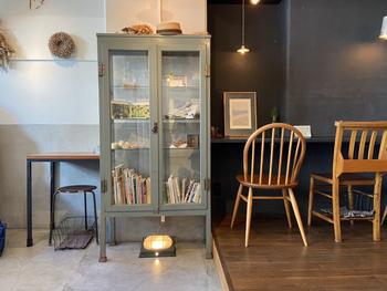 北欧テイストの店内は、シンプルな中にも温もりが感じられます。絶妙な色づかいや、ひとつずつデザインが異なる椅子もステキ♪
