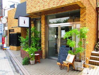 """西荻窪の駅から歩いて5分ほど、マンションの1階にある「Sing」は、""""ほっと一息""""がコンセプトの小さなカフェ。身体に優しい素材にこだわったメニューがいただけます。"""