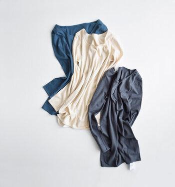 夏は汗を吸い、冬は体を冷やさない、通年使える仕様。製品タグは表に配置してあるのでチクチクとした違和感がなく、快適な着用感。
