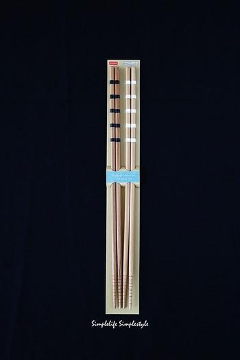 消耗しやすい竹製の菜箸は、買い替える回数も多いはず。お近くの100均で手軽にお安くゲットできれば、買い替えが楽になりますね。例えばこちらはダイソーの菜箸。2組セットのお得な商品です。