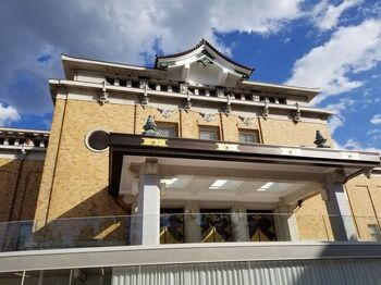 清水寺や南禅寺などがある人気の東山エリアでおすすめなのが、2020年5月にリニューアルオープンした「京都市京セラ美術館」です。平安神宮の大鳥居の傍に建っているので、平安神宮への参拝の前後に立ち寄るのもおすすめ。