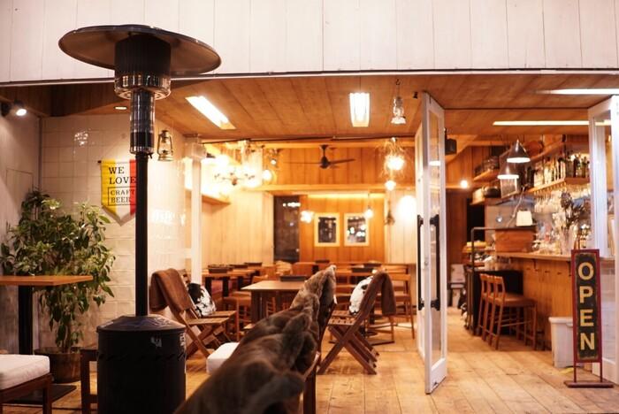渋谷駅、神泉駅、代々木公園駅から徒歩圏内の「渋谷 カフェ&テラス BBQ Noan」。木の温もりを感じる店内はゆっくりと時間を過ごしたい時にぴったり。テラス席があるので、ペットの同伴も可能です。