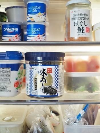 どーんと存在感ある卓上海苔。そのままだと冷蔵庫の中で場所を取り、なんだか収まりが悪いですよね。