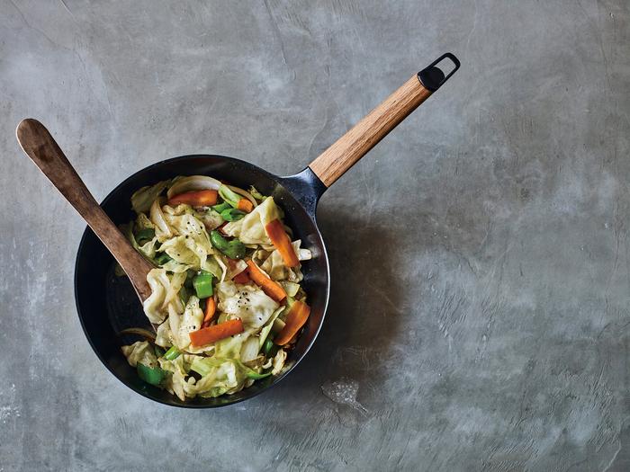 ベチャッと水っぽくなりやすい「野菜炒め」。水分が瞬間蒸発するので、食感はシャキシャキ、旨味はぎゅっと凝縮された味わいに。お箸が止まりませんよ*