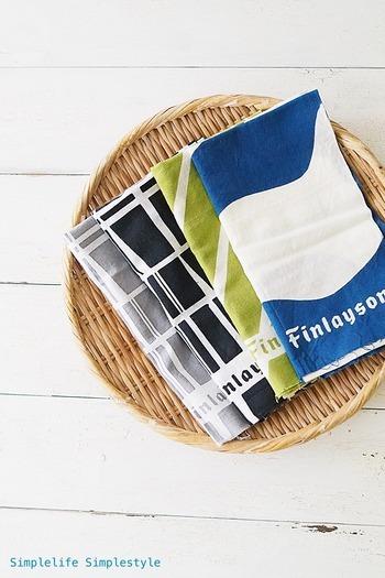 古くから日本で親しまれてきた手ぬぐいにも、フィンレイソンのパターンを取り入れたものがあります。キッチンクロスにしたり、手を拭いたりと日常使いするのはもちろん、飾ってインテリアとして取り入れることもできます。