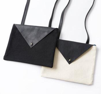 封筒みたいなデザインがユニークで愛らしいショルダーバッグ。8号帆布とレザーを使用し、気軽に使えるカジュアルな雰囲気が魅力です。