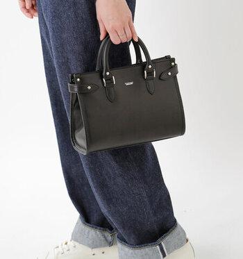 英国を代表するレザーグッズブランド「TUSTING (タスティング)」の2wayバッグ。イギリスでは王室のメンバーも愛用するほどの高品質さで、どこか漂う上品な雰囲気が魅力的です。