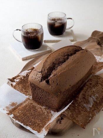 しっとりフワフワな、チョコ味のカステラ風パウンドケーキ。お豆腐が入っていてヘルシー&軽い食感だから、ついついたくさん食べてしまいそうです。