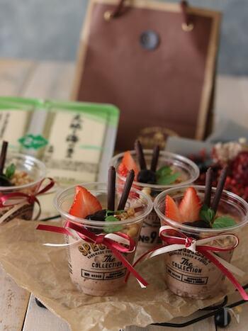 お豆腐でつくるからとってもヘルシーなチョコムース。フルーツとグラノーラをトッピングして豪華に。