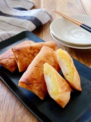 おせちで栗きんとんが余ったら、お餅と一緒に春巻きにしてはいかがでしょう。ポイントはお餅が入った面を先に揚げること。  お餅が入っているので腹持ちも良く、育ち盛りの子どものおやつにもぴったり。