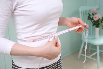 「内側から内臓をしっかりと支えることができるようになる」ということは、お腹まわりをシェイプアップできるということ。  また、内臓が正しい位置に収まるようになるので、前に出ていたお腹が引っ込むといわれています。  お腹周りがすっきりすると、体全体の見た目もすっとした印象に変わっていきますよね。