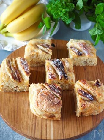 材料はホットケーキミックス、豆腐、バナナのたった3つだけ。お豆腐を使うので栄養価も満足度も高いお菓子です。甘さはバナナの甘さだけ。完熟のバナナを使うのがポイントです