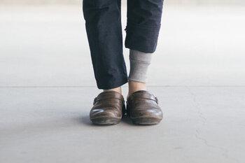 もんぺの素材は軽いので、寒くなってくると、ちょっと心許ない...という方に、おすすめなのは、綿100%のもんぺした。肌に快適で、部屋着として1枚で着用することもできます。お家ではそのままヨガやストレッチをして、出かける時は、上にもんぺを重ねるという着回し方を定番化するのもあり。スカートやワンピース、レイヤードの仕方は自由なので、色々試してみて。