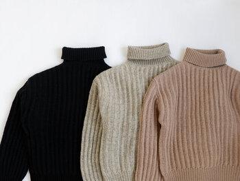 黒・白・ブラウン…どの色で作る?冬のワントーンコーデ