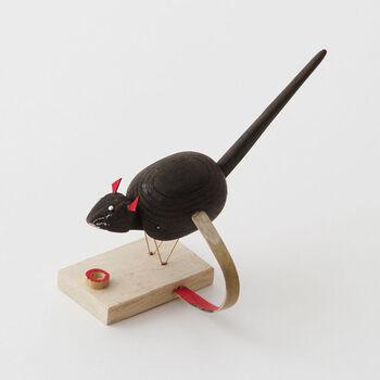 石川県の金沢の郷土玩具「米喰いネズミ」。そのルーツは天保の初め、足軽や小者の手内職として作ったのがはじまりと言われています。