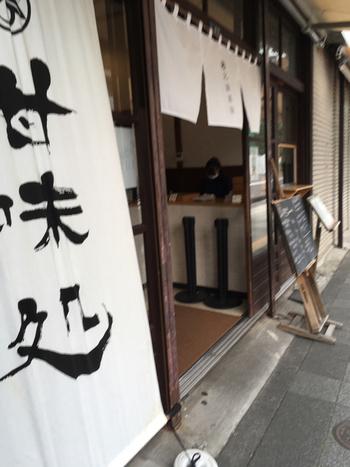 墨田区は、葛飾北斎の生誕地と言われています。錦糸町駅の北口から歩いて10分ほどのところにある「北斎茶房」は、オープン以来地元の方に親しまれているカフェ。整備された北斎通り沿いをゆっくり歩きながらら探してくださいね。