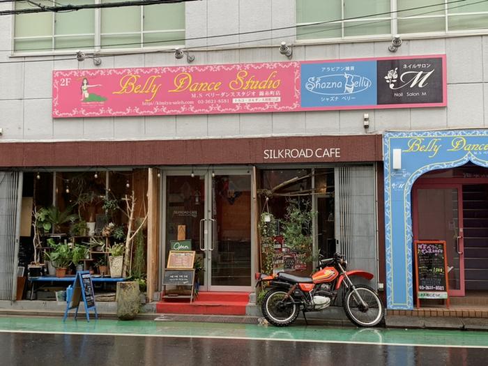 さまざまな国のレストランが立ち並ぶ、錦糸町駅北口エリア。駅から5分ほど歩いた場所にある「Silkroad Cafe(シルクロードカフェ)」もエキゾチックな雰囲気が魅力です。