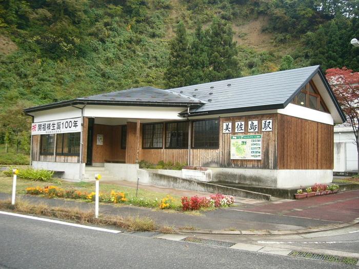 新潟県十日市にある美佐島駅は、新潟県南魚沼市の六日町駅と上越市の犀潟駅を結ぶ北陸急行ほくほく線の沿線上の駅です。