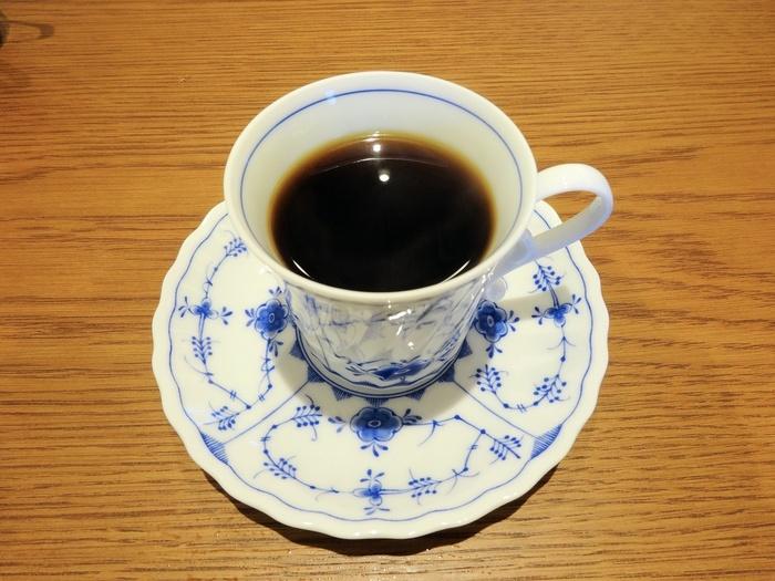 コーヒーは380円と良心的な価格帯も魅力。料理や他のドリンクも、家庭的な味で心まであたたまります。
