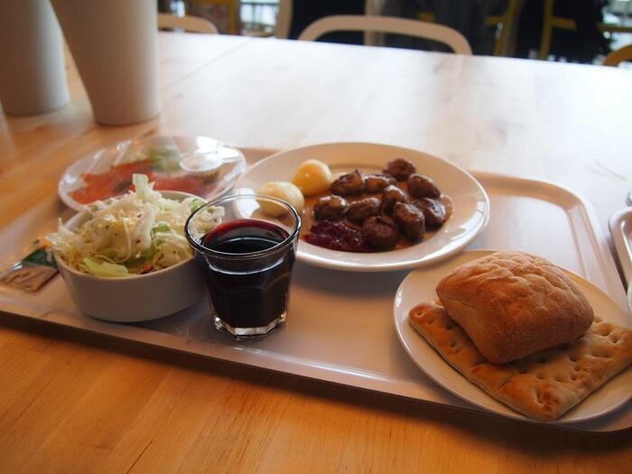 一部存在しない店舗もありますが、多くのイケアにはレストランがあります。スウェーデン料理を中心としたメニューが豊富に準備されていますよ。がっつり食べたい場合はプレートいっぱいに注文しても楽しいですね。カフェメニューも豊富なので、ちょっとした休憩にもGOOD。