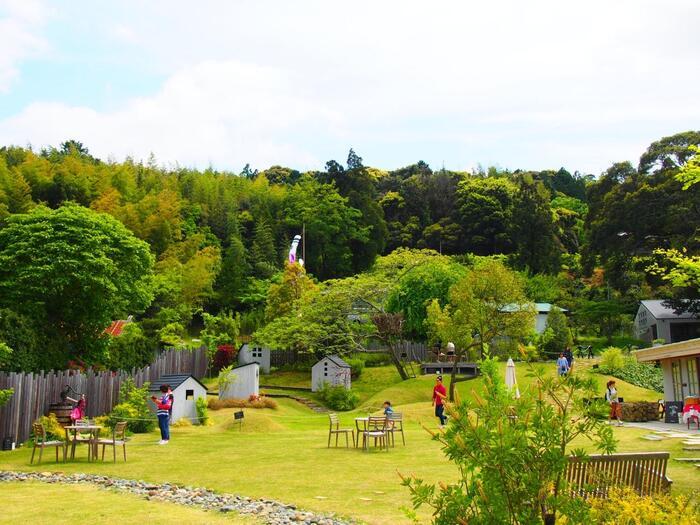 静岡県浜松市にある「ドロフィーズキャンパス」には、北欧のライフスタイルを体験できる施設が満載。3,000坪の敷地に、公園、カフェ、レストラン、雑貨店、テキスタイル店など、盛り沢山です。