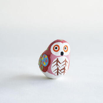 同じく広島県の宮島の郷土玩具「宮島張子」。昭和50年から作られた比較的新しい民芸玩具ですが、日本と世界数カ国に昔から伝わる伝統技術と技法をベ-スとして、温暖な瀬戸内海の地域に生息する動物たちなどをテ-マにした民芸玩具創りの中から生まれました。