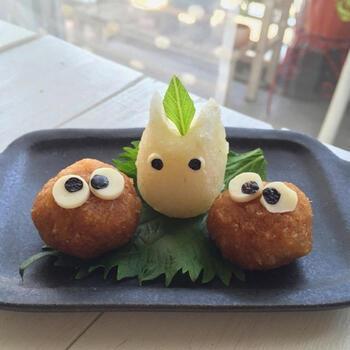 小さいお子さんもいるお食事なら、キャラクターは「トトロ」がオススメ。  小トトロなら、形もシンプルで大根おろしの色もピッタリ♪脇を固めるまっくろくろすけも、簡単アートで作れるので嬉しいですね♪