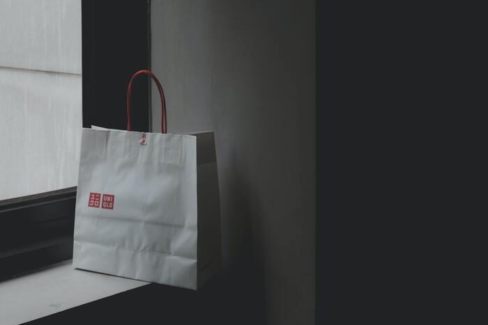 キレイな紙袋は再利用ができるので、いつか使うかも・・・と取っておきたくなります。来客にふいに思いついてお土産を渡したい時、郵便物の包装紙代わりに使いたい時などに、キレイな紙袋があると重宝した経験がありますよね。「いつか使うかも?」とキレイな紙袋を取っておきたくなってしまいます。