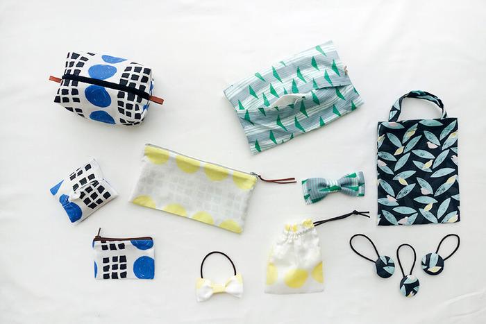 ハンドメイドして余りの布が出たら、あわせて小物を作っちゃいましょう。ティッシュカバーにポーチ、飾り付きのヘアゴムなど、いろいろなアイテム作りに挑戦してみてくださいね。