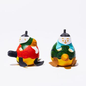 沖縄県で昔から作られている郷土玩具の「琉球張子」。子どもの健やかな成長や幸せを願って買ってあげる縁起物です。沖縄では旧暦の5月4日(ユッカ(四日)+ヌ(の)+ヒー(日))に、沖縄の各地でハーリー(ハーレー)という、航海の安全や豊漁を祈願する行事が行われます。