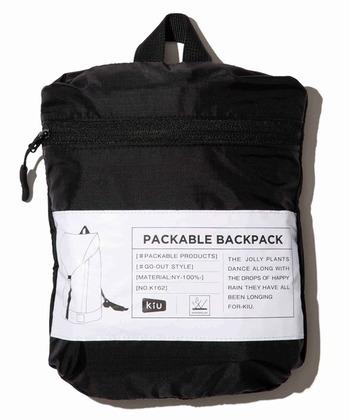 薄手で畳むととってもコンパクトになる、パッカブル設計です。旅行先で雨になりそうな時など、お天気が心配な時に持ち歩くバッグとしても重宝しそうです。