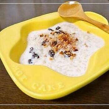 朝食やデザートとして出されるのは、お米を牛乳で炊いたミルク粥。たっぷりのシナモンシュガーによる柔らかな甘味がお腹にも優しい一品です。
