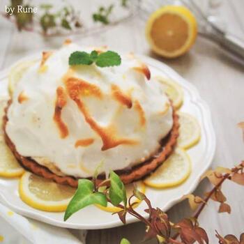 爽やかなレモンクリームのタルトです。メレンゲの焼き目が綺麗で美味しそう!焼き時間は5分と短く、冷蔵庫で冷やしたら完成です。