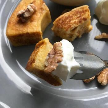パンの代わりにバームクーヘンを使った、ちょっとリッチな一品。バームクーヘンが甘いので、卵液の甘さを控えるのがポイントです。しっとりふわふわな食感で、一口食べると幸せな気持ちに♪