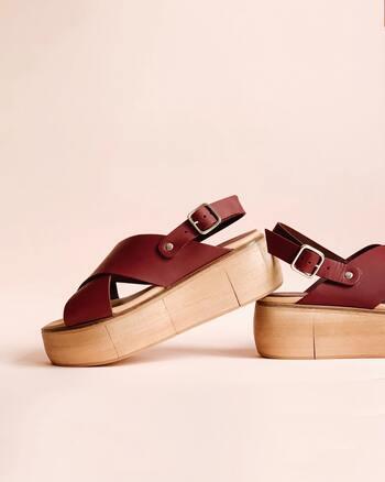 夏の間だけ履くサンダルなどは、履き慣れていないこともあり靴擦れしやすいのだそう。いつもとは違うタイプの靴を履くときには、より注意が必要です。