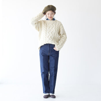 袖が長めに作られており、さらにボリューム感のあるニットに仕上がっています。こちらはシンプルにデニムとの合わせがおすすめ!アメカジスタイルを得意とするこのブランドならではの、おすすめのスタイリングです。