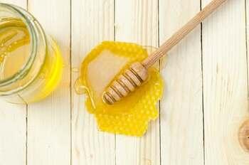 甘みを足す場合は、断然はちみつがおすすめです。ほんのりとした優しい甘さと風味の良さは、温かいヨーグルトと相性抜群。