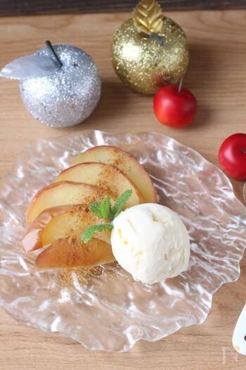 食べたい時にすぐ食べられる、スライスした焼きりんごもグリルで作れます。アイスクリームを添えれば、アツアツのリンゴと冷んやりした甘さがからみ合って絶妙です!