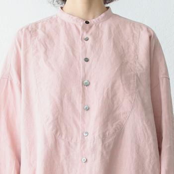 リネンと聞くと、夏素材だと思いがちですが冬のパジャマとしても着ることができます。リネンは熱伝導率が高いので一度暖かくなれば人肌に良く馴染み、熱を放出することなく適温を保ちます。