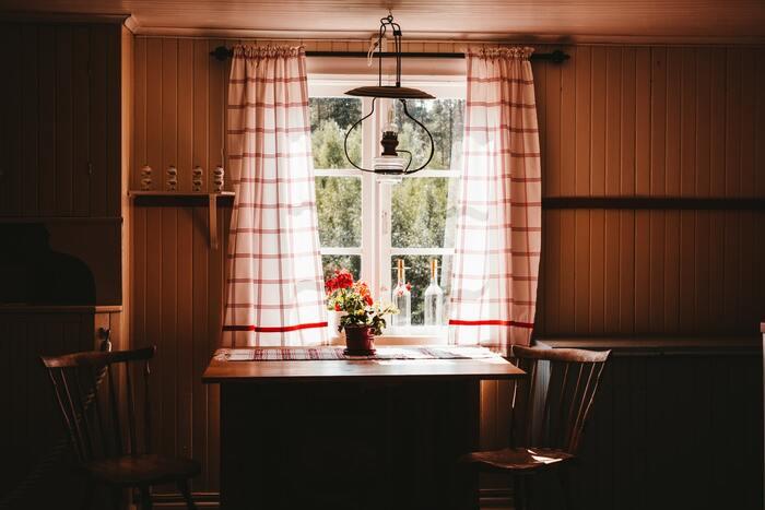 シャビーなワークアイテムと木製の家具の組み合わせがレトロで可愛いインテリアが並びます。アウトドア好きにとっては、キャンプグッズも可愛いアイテムが目白押しで登場しますよ。