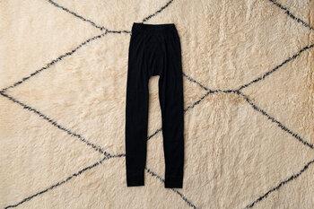 男性の冷え性は意外と多いもの。寒がりな男性には、デンマークの老舗ブランド「joha(ヨハ)」のウールレギンスを。1年中履けて、程よいフィット感が魅力です。