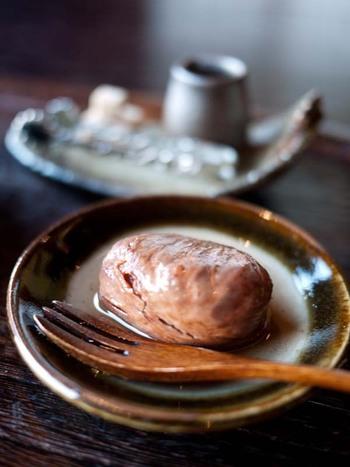 素材を厳選し、手作りにこだわっているお料理の数々。秋の人気スイーツ「栗の渋皮煮」もおいしいと評判です。  なお、現在県外からのお客さまはご遠慮いただいているとのこと。詳細は公式SNSをご確認ください。