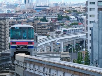 豊中府北部には大阪モノレールが走っていますが、その少路駅あたりから箕面方面にかけて伸びる府道豊中亀岡線は、地域の人々に豊中ロマンチック街道と呼ばれています。街道沿いには有名な飲食店や洋菓子店が立ち並び、特別な日の特別なお食事にも、友人同士で楽しむ昼下がりのひとときにもぴったり。市内でも有数のおしゃれスポットです。