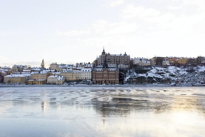 スウェーデンに学ぶ冬のくつろぎ時間。寒い季節を乗り越える暮らし方