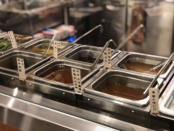 イートインのお味噌汁は、佐野みそが厳選した6種類から選べます。ブレンドを注文すると、すり鉢で擦って丁寧に調合してもらえますよ。