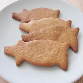 クリスマスが近づくとおやつとしてよく食べるスパイスクッキー。シナモン、ジンジャー、カルダモン、クローブなどの香り高い風味がクセになる優しい味わいです。