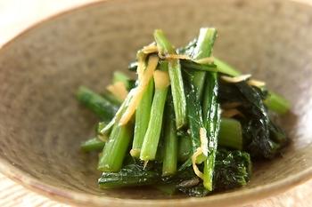 「かぶ」の旬は、11~1月頃。寒い時期のかぶは甘みがあって美味しく、新鮮な葉や茎ももったいないのでぜひ活用しましょう。さっと炒めるだけで季節の味が楽しめます。